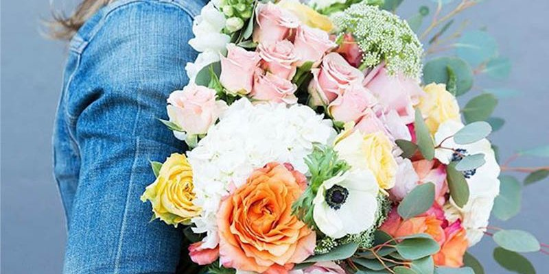 Celebrate Your Family Festival with Distinctive Cluster of Premium Flowers