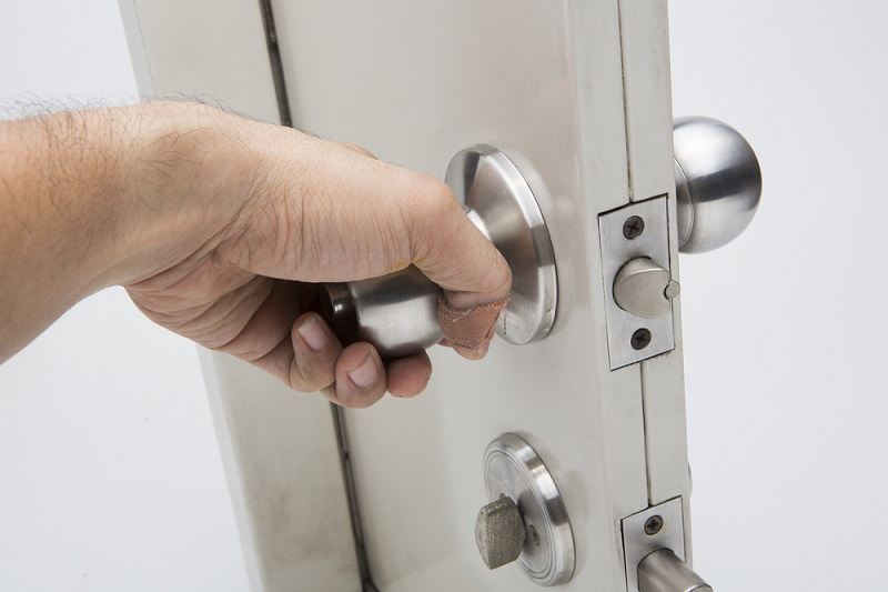 Factors to Consider While Buying the Best Security Door for The Home