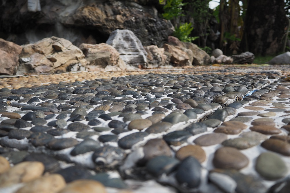 Get To Know How To Choose The Best River Rocks For A Perfect Landscape