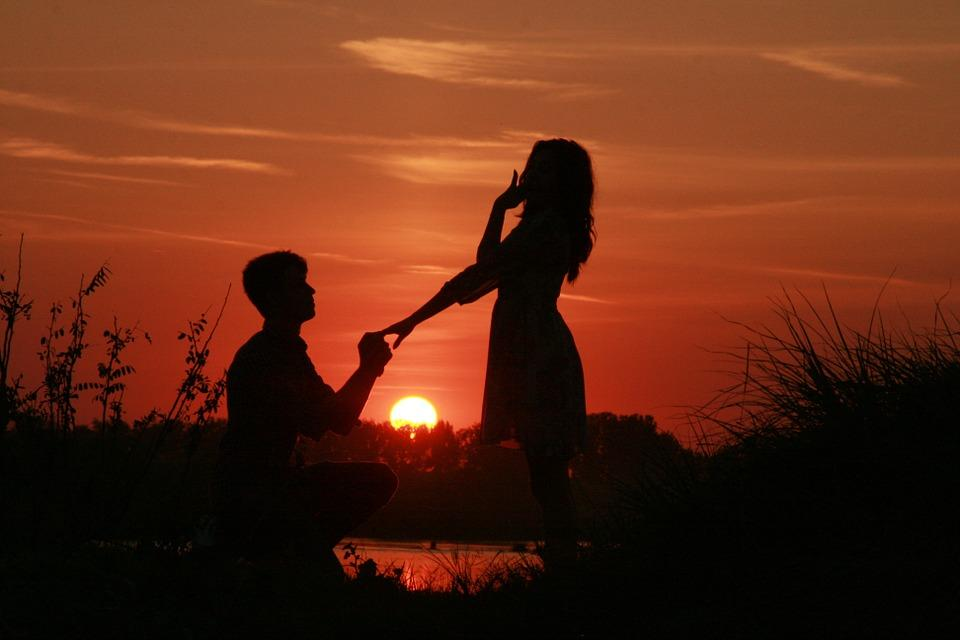 6 Awesome Ways To Propose Your Love