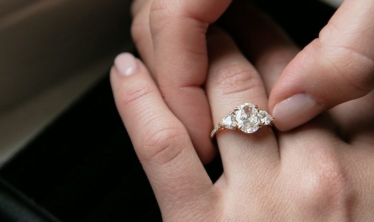 How to Choose the Gemstone of your Engagement Ring